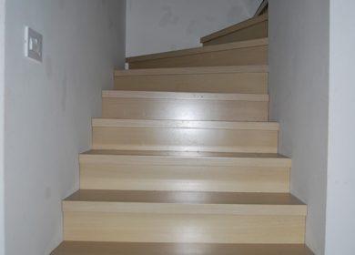 Izdelava lesenega stopnišča v hiši
